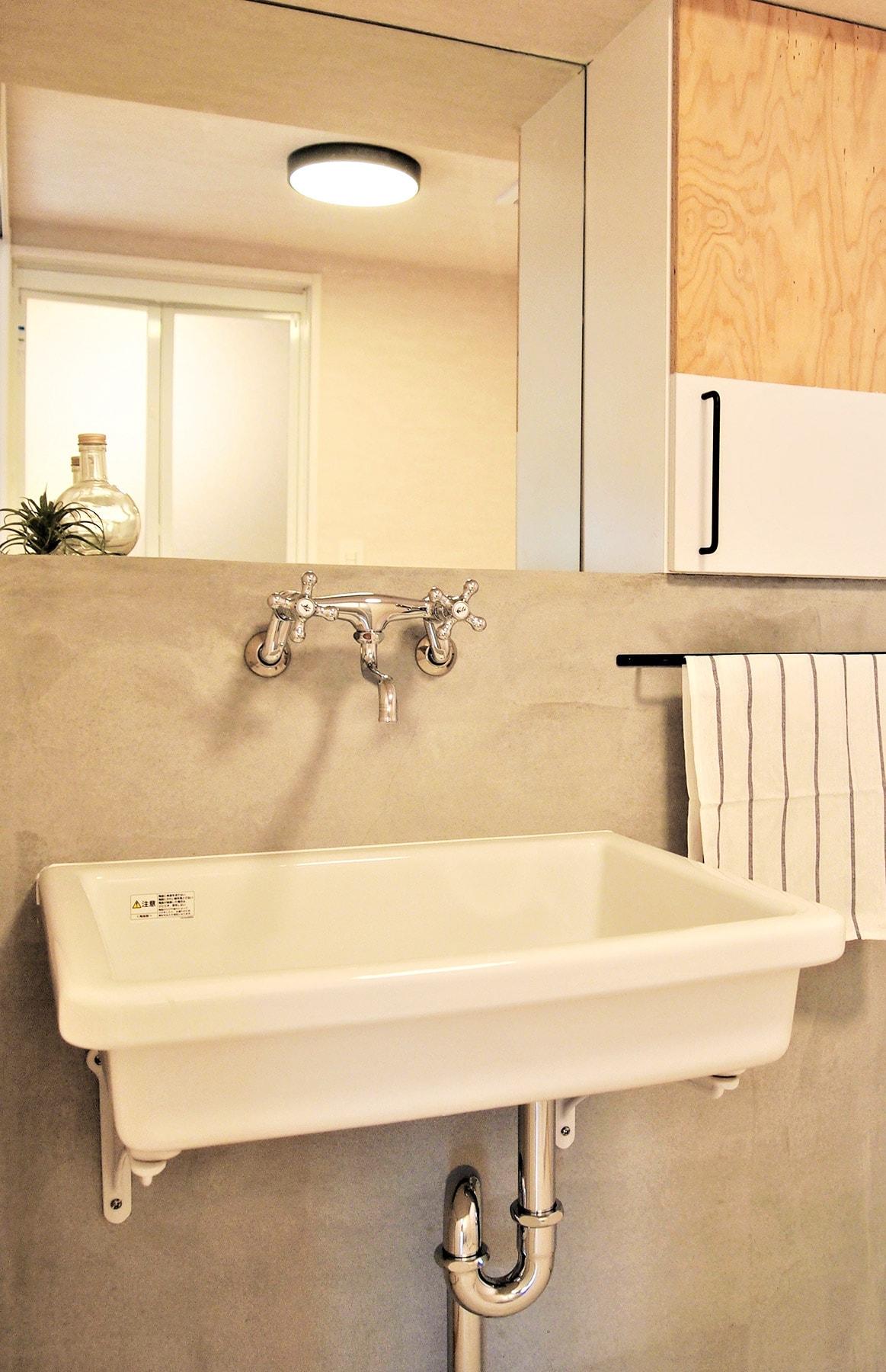 ~洗面台プラン例~ 洗面化粧台設置、モルタル壁、ミラー(同一タイプ) 工事費40万円
