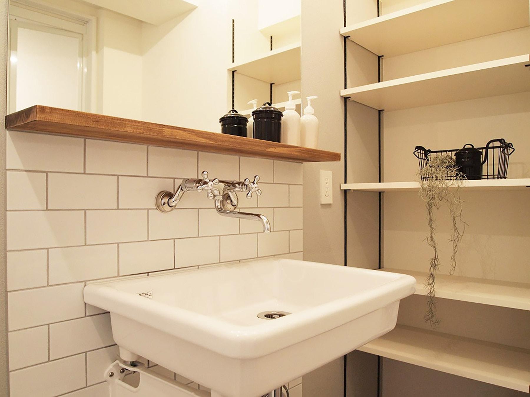 ~洗面台プラン例~ 洗面化粧台・可動棚設置、ミラー含む(同一タイプ) 工事費35万円