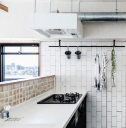 白いキッチン 写真 大理石