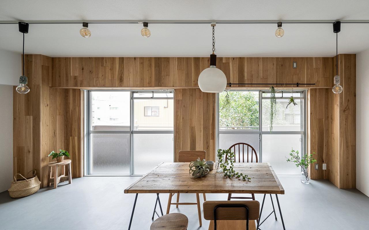 空間の繋がりと素材のバランス